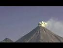 Момент мощного извержения вулкана в Мексике попал на видео