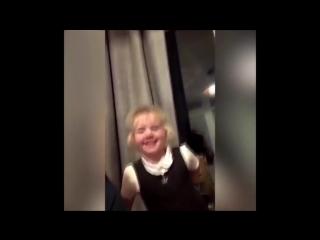 Маленький мальчик украл у мамы обручальное кольцо и сделал предложение однокласнице