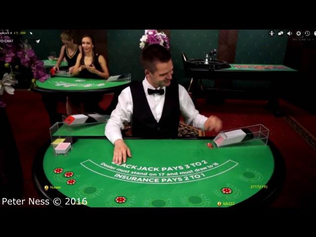 Парень тролит дилеров в казино