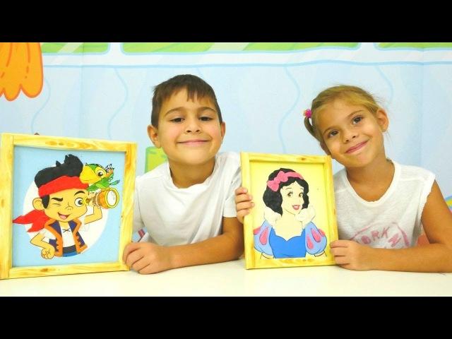 Çocuklar hamurla resim kaplıyorlar. Büyüoyunu izle. Oyun hamurundan tırnak yapımı