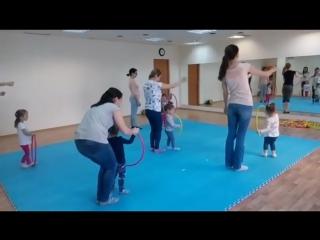 Танцы + гимнастика для малышей 2-3 годика. Наши маленькие принцессы уже научились работать с обручем, хотя на первых занятиях им