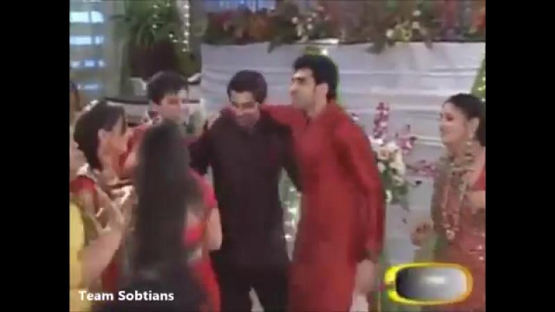 Barun Sobti and Sanaya Irani off screen masti.TS gift on 2nd Anniversary