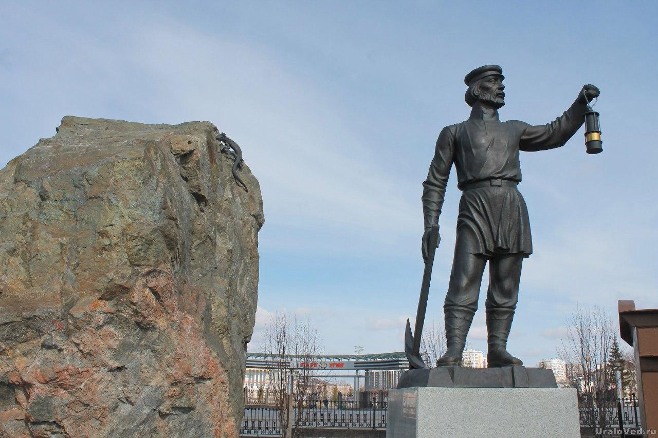 Памятник Ивановской шахте в Верхней Пышме