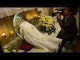 Извлечение миро из гробницы Св.Николая Чудотворца 9 мая 2014 Бари, Италия