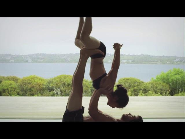 Cặp đôi biểu diễn Yoga vô cùng nghệ thuật - Yoga Couple