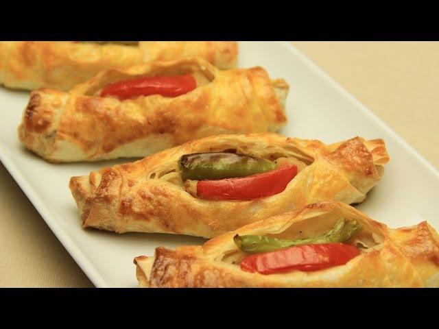 Patatesli Karnıyarık Börek Tarifi - Yufkadan Domatesli Biberli Çıtır Börek