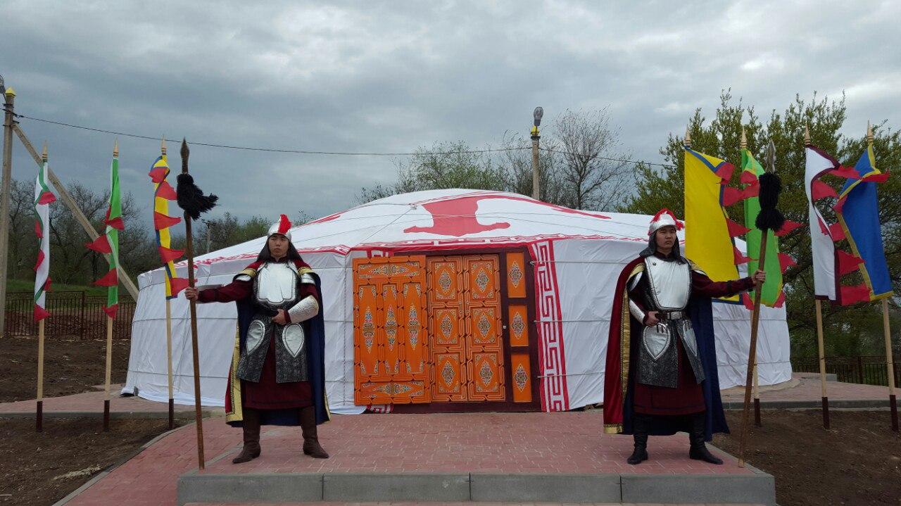 В Элисте открылся этнохотон «Бумбин орн»