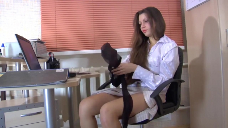 HUMOUR AND JOKES - SECRETARY CHANGED PANTYHOSE AND SHE WAS FOUND BEHIND THIS OCCUPATION BY BOSS