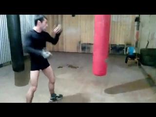 Работа по груше правой ногой! Лоу кик в бедро! Маваши в корпус! Хайкик удар ногой в голову!