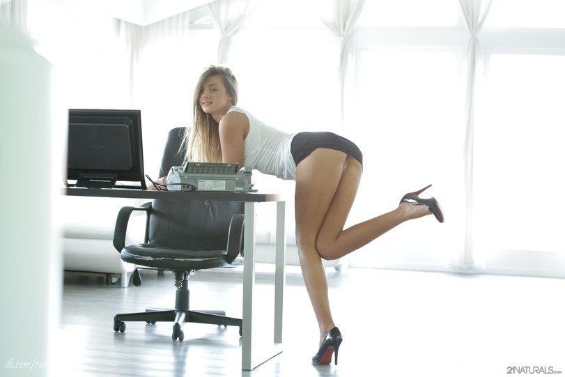 Asianladyboyvideos com a few nude lesbians