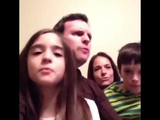 Семейка мечты продолжает петь
