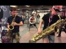 Уличные музыканты в метро. Нью Йорк