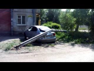 Столб упал на автомобиль (04.06.2016)