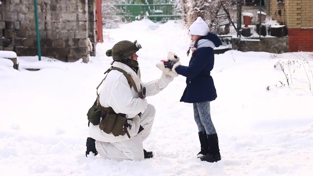 Отношение украинских солдат к детям в зоне конфликта.