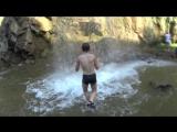 Купание на Медовых водопадах. Настоящий экстрим. Железные нервы, холодный расчет, без фанатизма и крови.