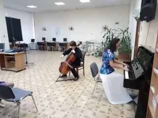 Выступление Харламова Мстислава (виолончель) и Авдюшко Ксении (пианино).
