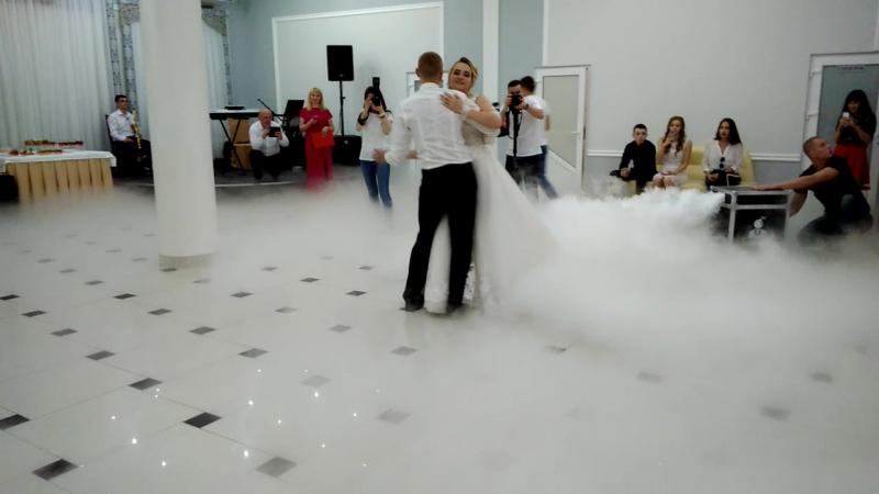 Перший танець Вітальки і Марішки
