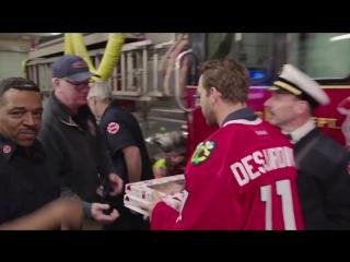 Эндрю Дежарден вместе со своей семьей посетил пожарную часть в Чикаго