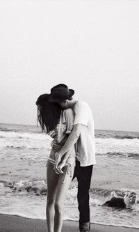 картинки чёрно белые про любовь