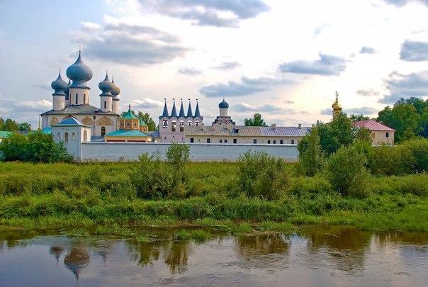 Тихвинский Успенский мужской монастырь был основан по указу царя Ивана Грозного от 11 февраля 1560 года