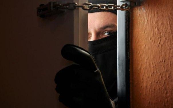 Трое жителей Якутска обвиняются в кражах квартир на сумму более 13 млн рублей
