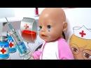 ИГРАЕМ В ДОКТОРА КУКЛА БЕБИ БОН ЭМИЛИ ЗАБОЛЕЛА ДЕЛАЕМ УКОЛ Как мама Play doctor doll baby born