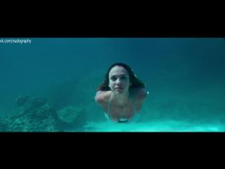 В бикини на пляже - Джессика Альба (Jessica Alba) в фильме