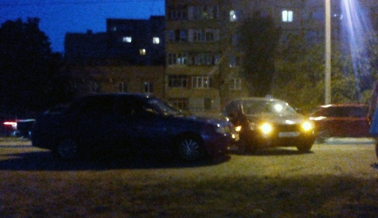 В Таганроге на Пархоменко столкнулись сразу три автомобиля