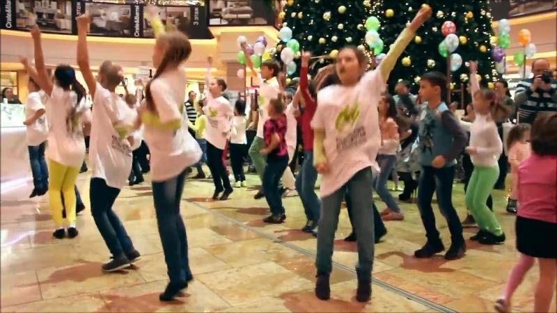 Новогодний танцевальный флешмоб в торговом центре