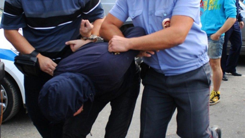 ПУ ФСБ по РО: Дебошир из Украины поднял руку на сотрудницу погранслужбы и был задержан