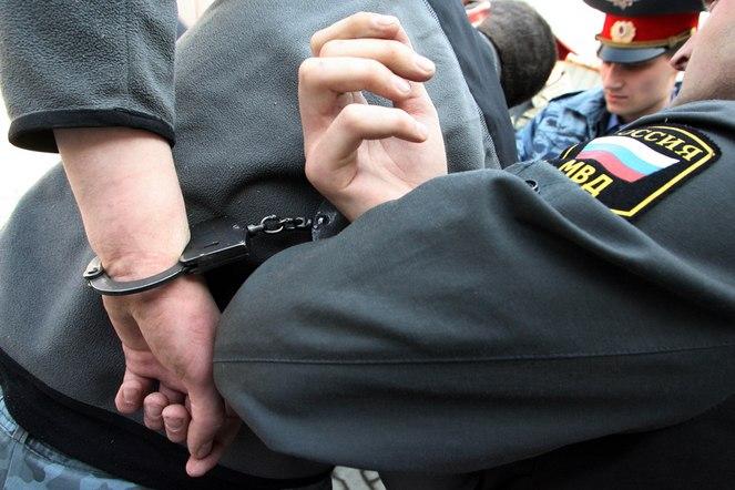 В Таганроге сотрудники угрозыска задержали двоих подозреваемых в вымогательстве 150 тысяч рублей у местного жителя