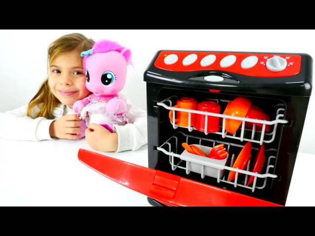 Kızçocukoyunları. Elis bulaşık makinesi siparişi veriyor. bebekvideosu