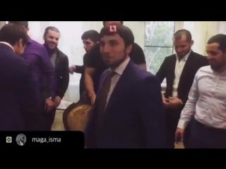 Боец Магомед Исмаилов выложил видео со свадьбы полицейского-мажора