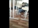 идёт урок учительница рядом, а мальчики под столом весь урок. Их не спалили!!!