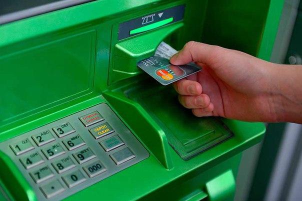 Пенсионер из Ленска не дождался выдачи денег из банкомата