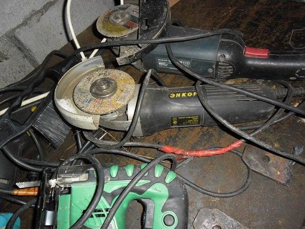 В Нюрбе из строящегося дома похитили электроинструменты