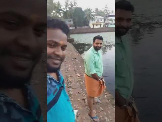 Индусы кормят рыбу