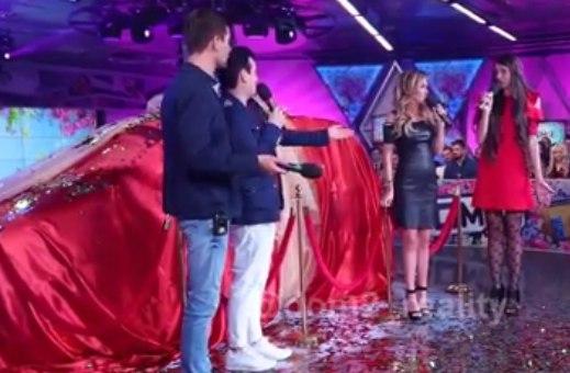 Ольга Рапунцель получила в подарок автомобиль.