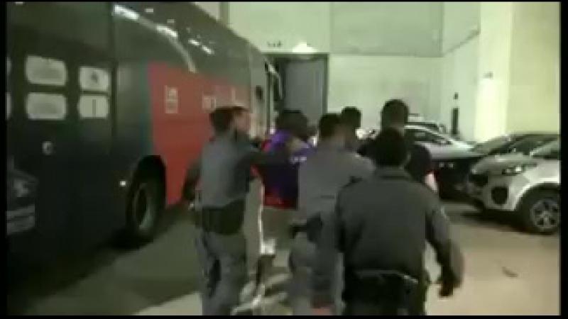 После драки полиция увела футболиста со стадиона в наручниках - Новости футбола - Игрок Хапоэля вступился за своего брата