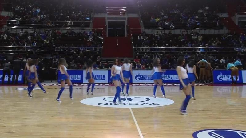 Группа поддержки баскетбольной команды Зенит