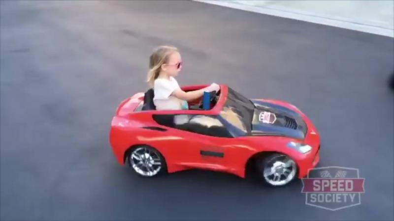 5 летняя Лила Калис дрифтитует на своей электромашине