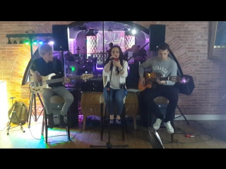 Jessie J – Price Tag (by BARBERRY cover band trio)
