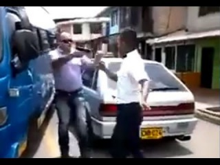 LiveLeak - Bus driver tries to bully the wrong driver