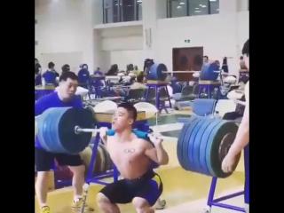 Yuan Cheng Fei, приседания 250 кг