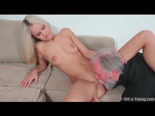 Порно внучка блондинка