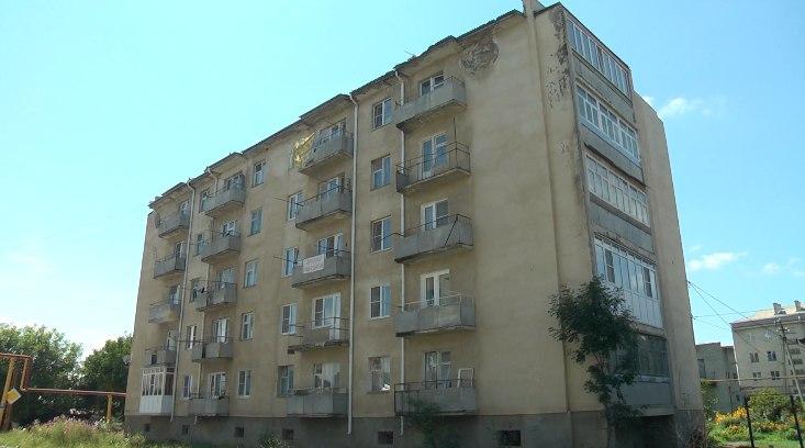 В станице Зеленчукской заменят кровлю  многоквартирного дома по улице Первомайской