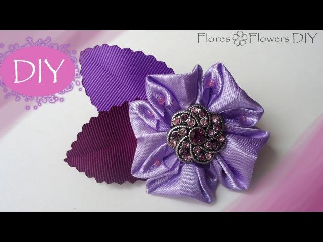DIY Kanzashi flower from squares of satin fabric. Broche con la flor de tela raso.