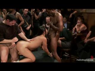 Публичное унижение проститутки