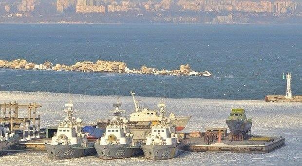 Военно-морской флот Украины замерз в Одессе