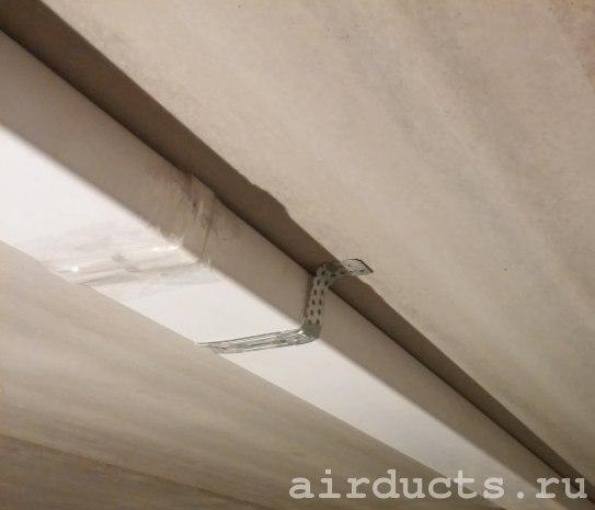 Один из способов крепления пластиковых воздуховодов